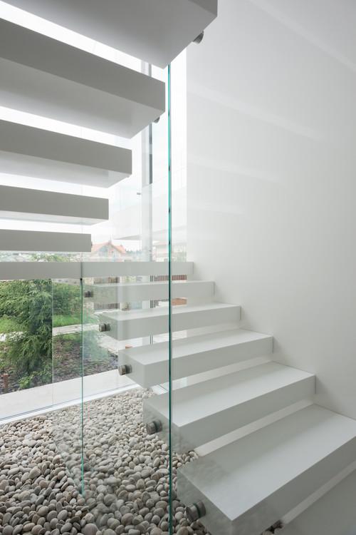 Лестницы и ступени из искусственного, кварцевого и натурального камня