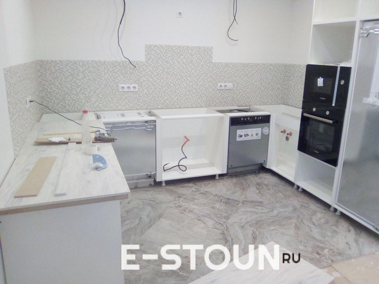 Это начало монтажа столешницы из искусственного камня tristone v020 Solid Rock e-stoun.ru