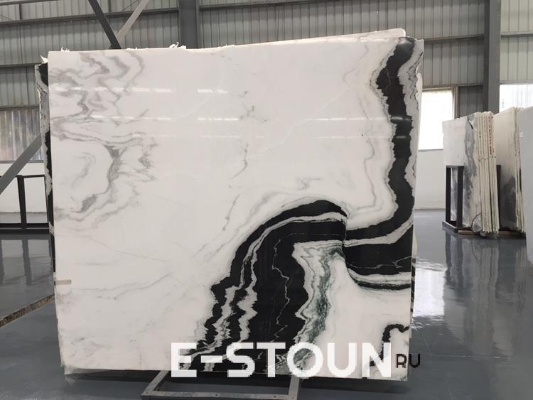 "Пример слэба мрамора расцветки ""панда вайт"" на производстве компании e-stoun.ru"
