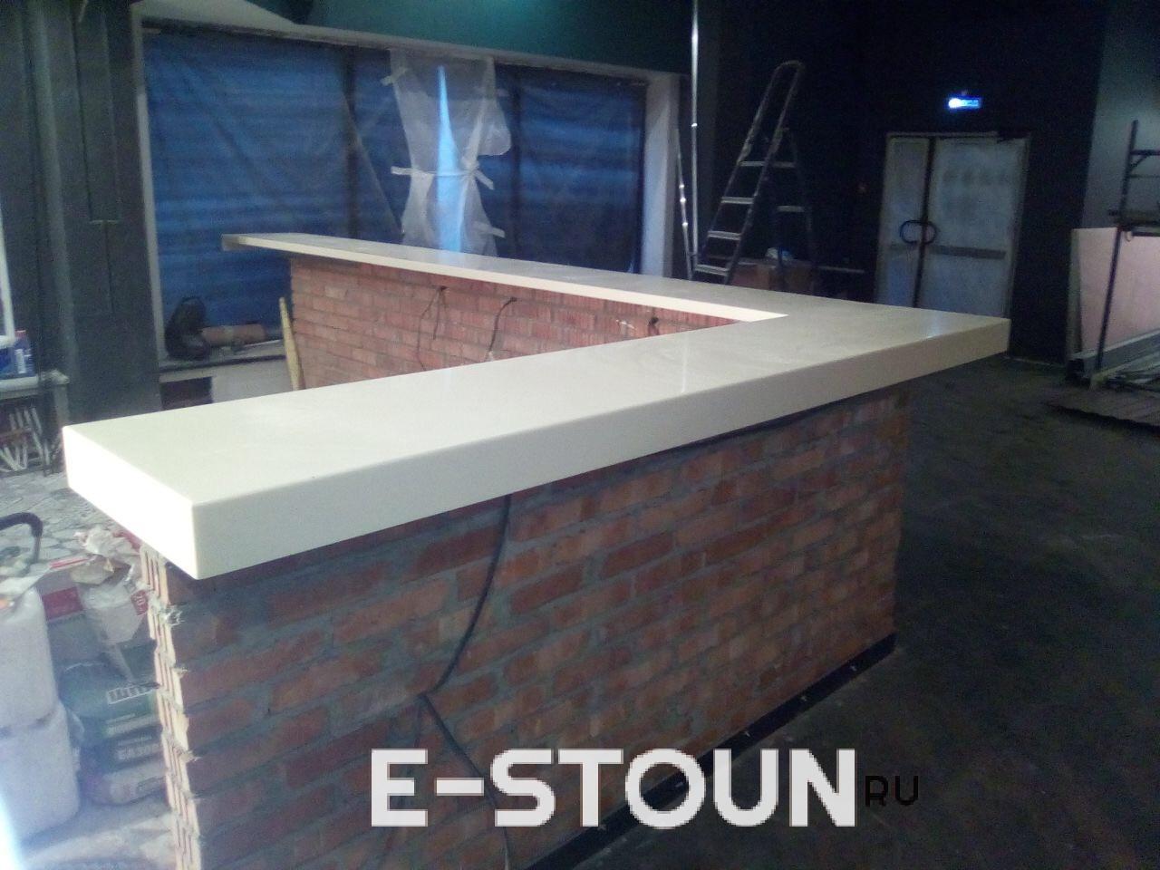 Барная стойка из искусственного камня в ресторан вид сбоку от компании e-stoun.ru