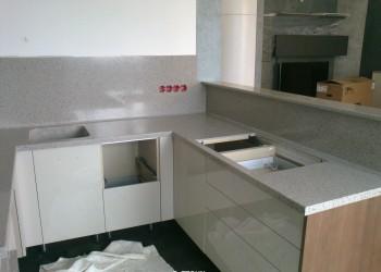 Изделие на кухню из искусственного камня Samsung Staron PB812 Pebble Beach