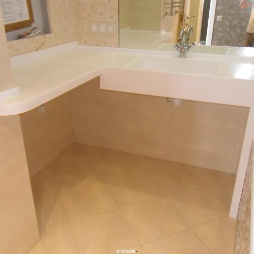 Столешница из искусственного камня в ванную комнату